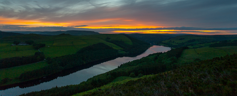 Ladybower sunset and moonrise on a late midweek evening
